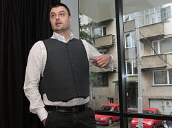 До кукловодите: Под контрол ли е Бареков?
