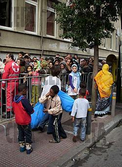 Имигрантите задушават Гърция