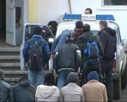 Македония и Сърбия улесняват бежанците по пътя им към Европа